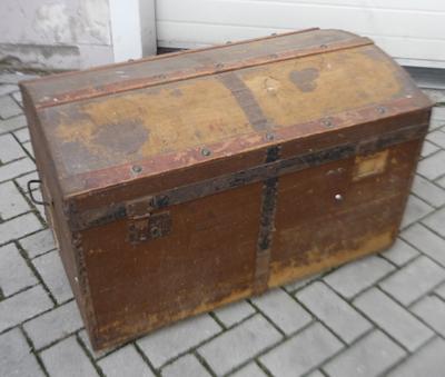 Oude Koffer Kist.Keukenkast Monteren Koffer Kist