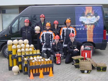 [img width=450 height=337]http://www.eslevents.nl/openingen/buitenvuurwerk/vuurwerk_voor_bij_openingen_bestanden/vuurwerk-team.jpg[/img]