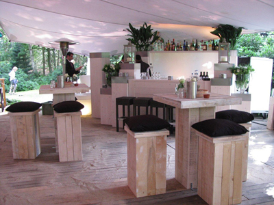 Witte loungebar witte statafels witte zitbanken huren esl eslevents tel 040 2543842 - Decoratie witte lounge ...
