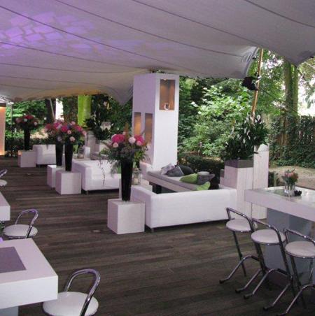 Witte partymeubelen lounge zithoeken zwartwitfeest esl eslevents tel 040 2543842 - Moderne zwart witte lounge ...